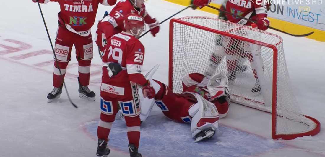Niklas Svedberg tvingades bryta matchen efter smällen.
