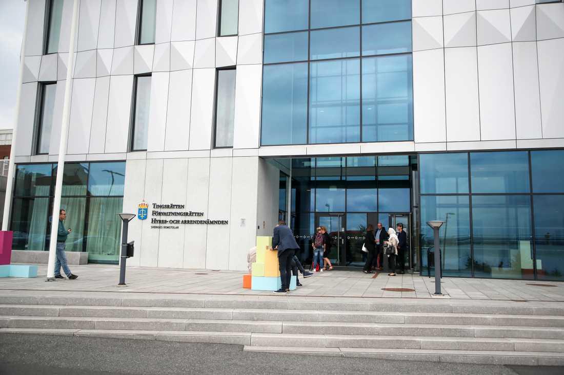 Två av de tre män som suttit häktade misstänkta för mordet i Råslätt i mitten på maj kommer att försättas på fri fot. Arkivbild.