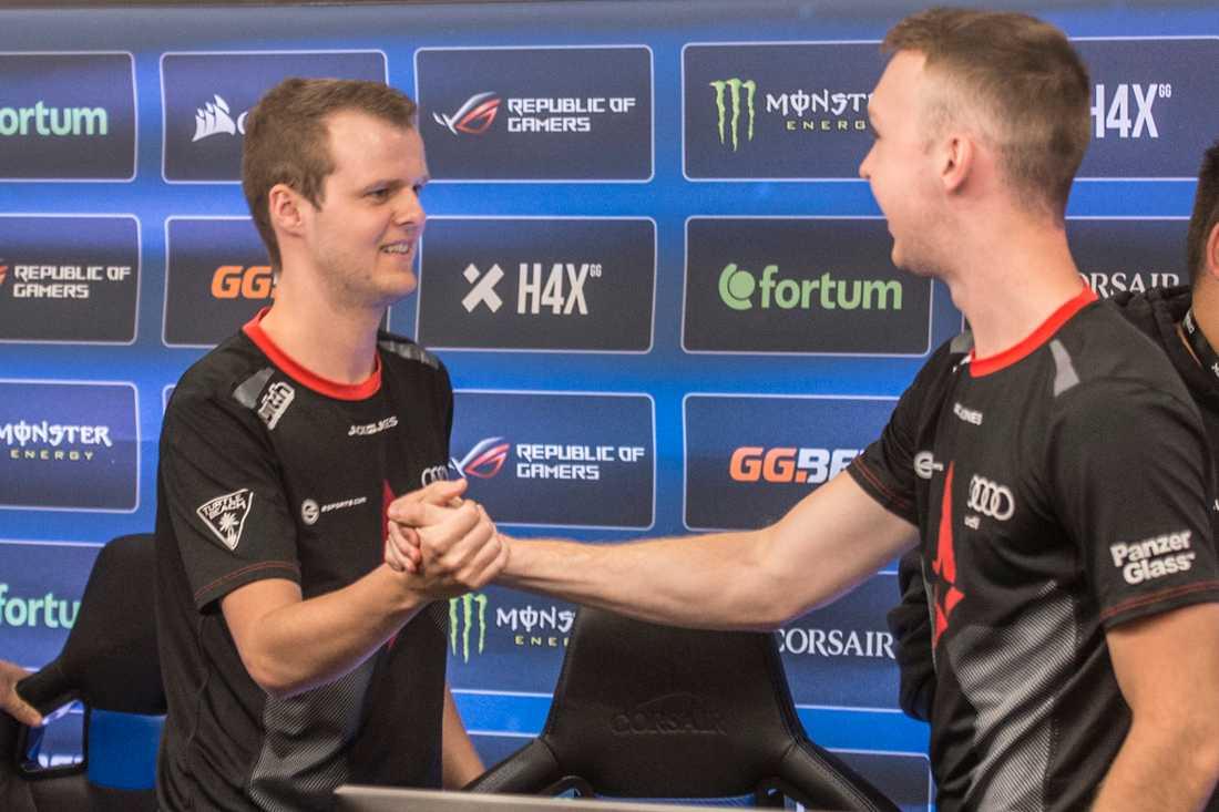 """Andreas  """"Xyp9x"""" Højsleth (vänster) anklagas för att ha använt osjysta inställningar."""