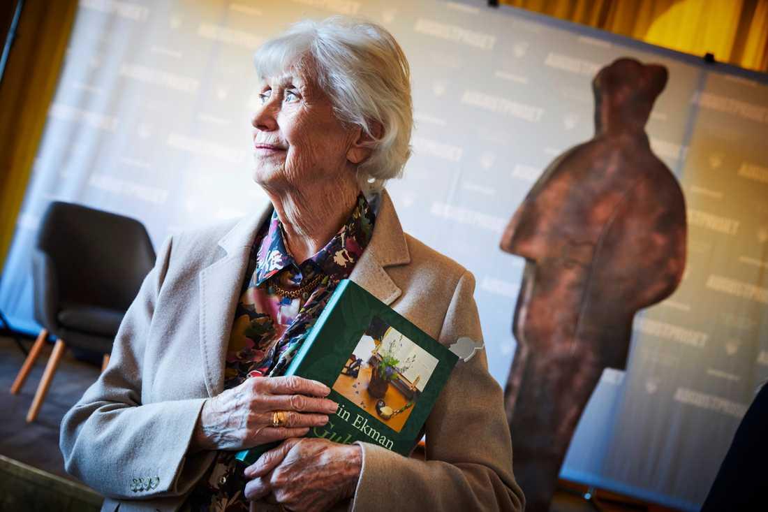 """Kerstin Ekman är återigen nominerad till Augustpriset. Den här gången för boken """"Gubbas haga"""", om den halva tunnland hagmark hon bodde intill i 20 års tid. """"Det är ett stycke liv i den som jag har lämnat nu efter 20 år, så det är både vemod och tacksamhet jag känner när jag tittar på den"""", säger hon."""