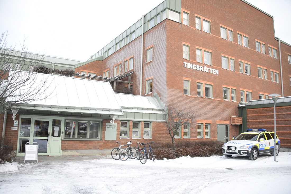 Tingsrätten i Östersund har dömt en man i 20-årsåldern till tolv års fängelse för mordförsök. Arkivbild