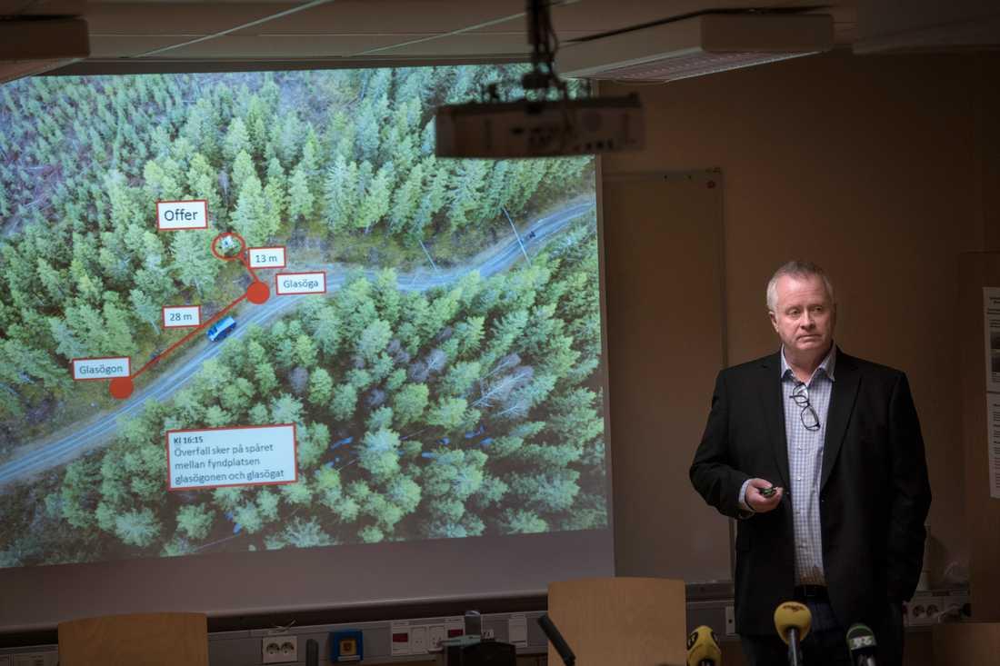 Göran Arvidsson, biträdande spaningsledare håller pressträff om mordet på en kvinna i Ulricehamn förra året.
