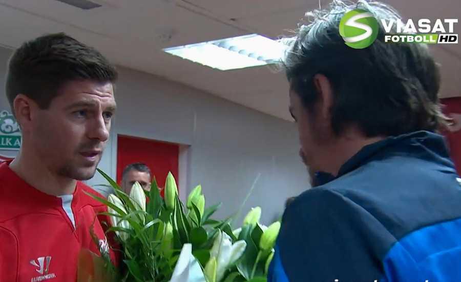 QPR:s lagkapten Joey Barton mottog blommorna.