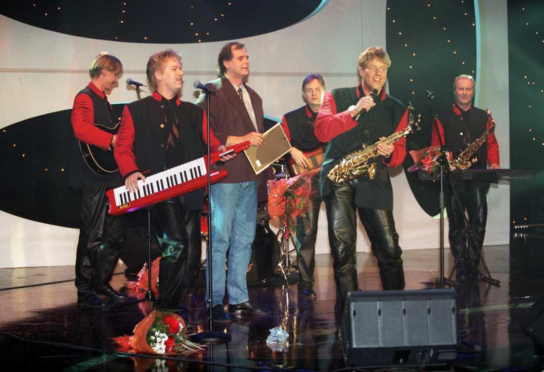 """1996 Thorleifs ställde upp i tidningen Hänt I Veckans meloditävling. Gruppen tävlade mot andra dansband och vann med låten """"En liten ängel""""."""