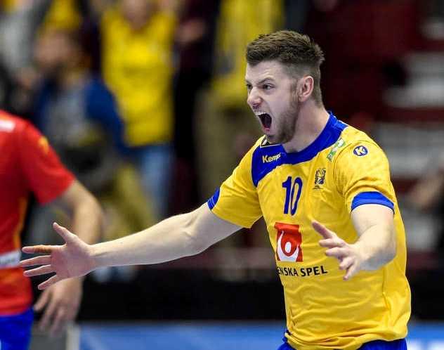 Niclas Ekberg jublar efter att ha skjutit Sverige till OS på straff med fem sekunder kvar av matchen.