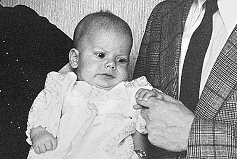 En liten Daniel vid sitt dop i Almby kyrka 1973.