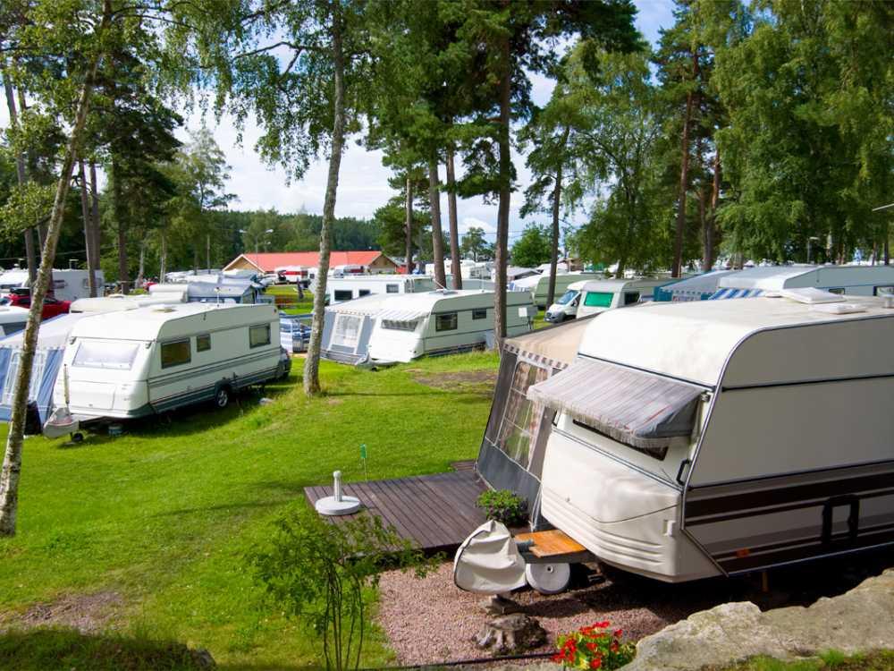 Camping är populärt sätt att semestra på under sommaren.