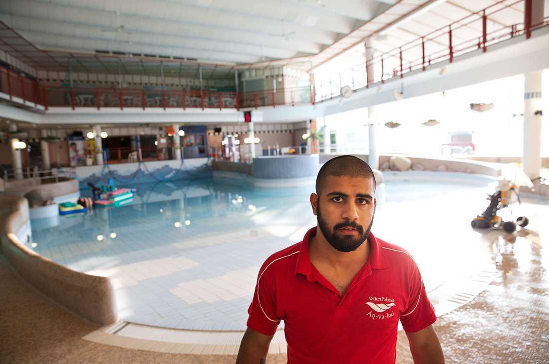 """""""Vi fick bära barnen som badade i säkerhet"""", säger Walle som jobbar som badvakt."""