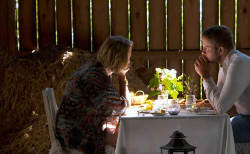 Under måltiden i ladan öppnar sig My för Erik – och tårarna börjar rinna.