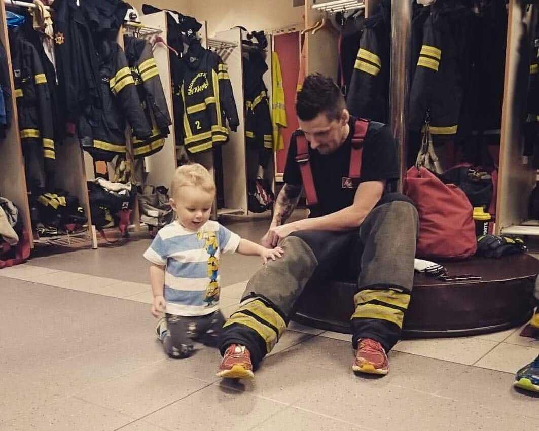 Steven Ryanski har även sonen Douglas, 4, hemma.