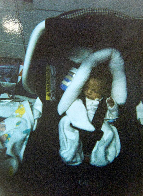 Koregan Quintanilla på dagen han, som liten bebis, lämnade brandstationen.