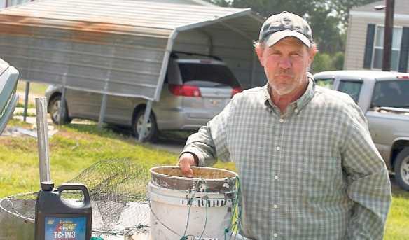 har fiskat i 30 år Glenn Swift äger en av räkbåtarna som brukade ligga utanför Louisiana. Men efter läckan är fiske förbjudet – och de arbetslösas enda chans till försörjning är att bli oljesanerare åt BP.