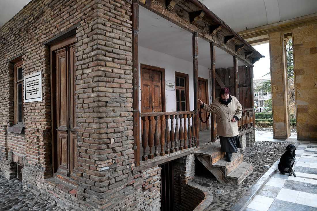 Stalins barndomshem har blivit museum inkapslat i marmor.