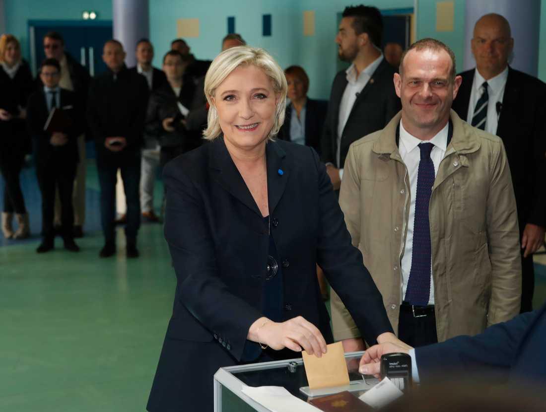 Le Pen röstar.