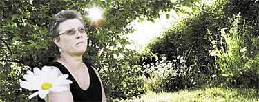 hon kom hem ensam Britt Lord från Rimforsa reste till Thailand med sin man för en drömsemester. Hon kom hem ensam. Peter Lord är en av de 74 svenskar som fortfarande saknas efter katastrofen.