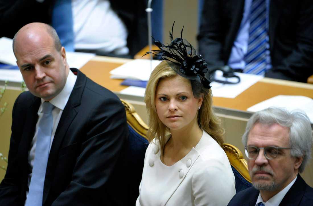 MÅSTE GODKÄNNA Prinsessan Madeleine och Fredrik Reinfeldt i riksdagen i somras.