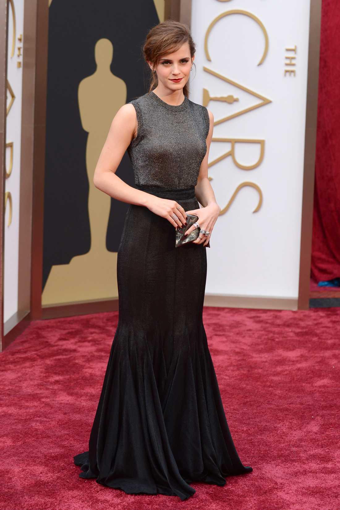 """++++ Emma Watson: """"Jag kan inte annat än applådera även detta. Så läcker kombination av Oscarsglamour och vanlig-fredags-topp i den här Vera Wang kreationen. Det låter kanske sisådär när jag beskriver det så men den här mixen känns ny, kul och otroligt läcker. Okej då, lite avdrag för fredagskänslan."""""""