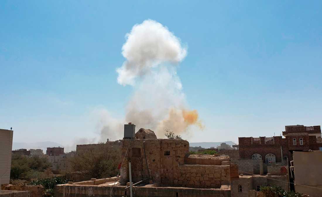 Saudiarabien genomförde bombräder mot Jemens huvudstad Sanaa på söndagen.