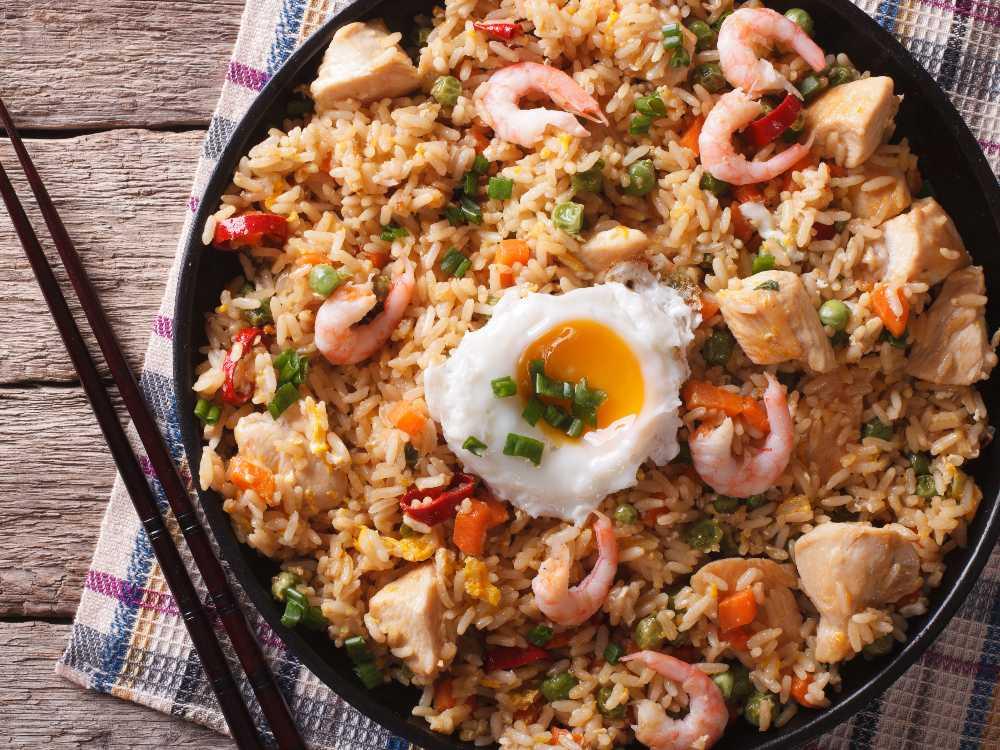 Fried rice med räkor och kyckling