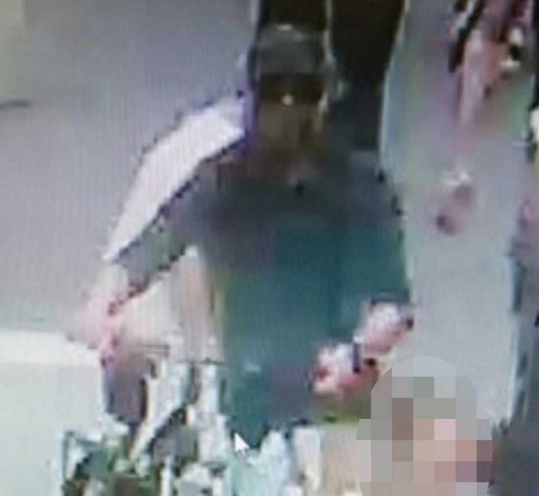 Polisen har gått ut med en bild på den misstänkte terroristen.