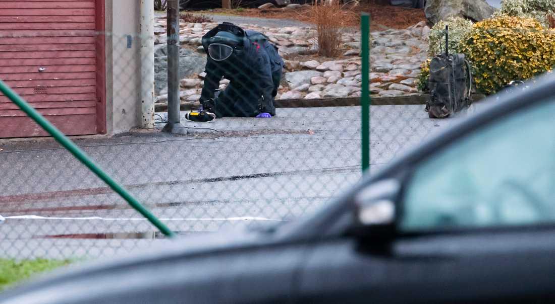 Nationella bombskyddet kallades in tillsammans med kriminaltekniker.