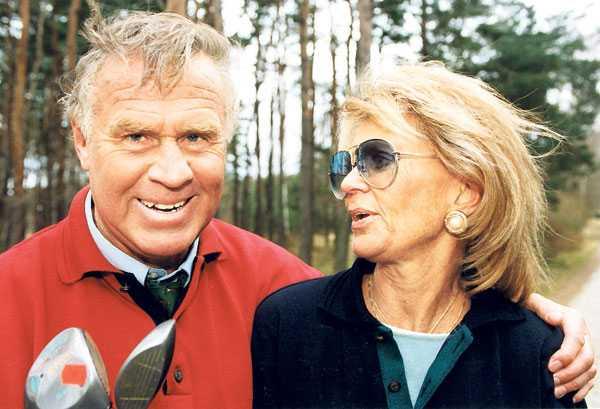 Tumba och prinsessan Birgitta hade ett förhållande när de var skolkamrater på Gymnastiska centralinstitutet, nuvarande Gymnastik- och idrottshögskolan. Han kallade henne Sonja, för att romansen inte skulle bli känd.