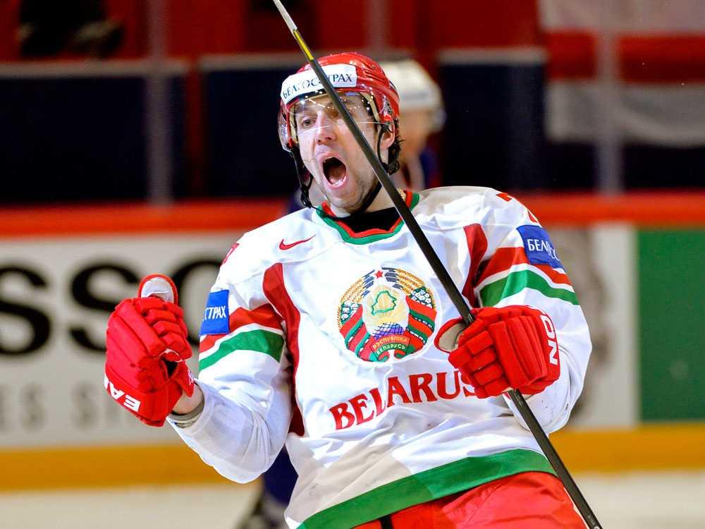 2-1-målskytten Alexander Kitarov jublar.