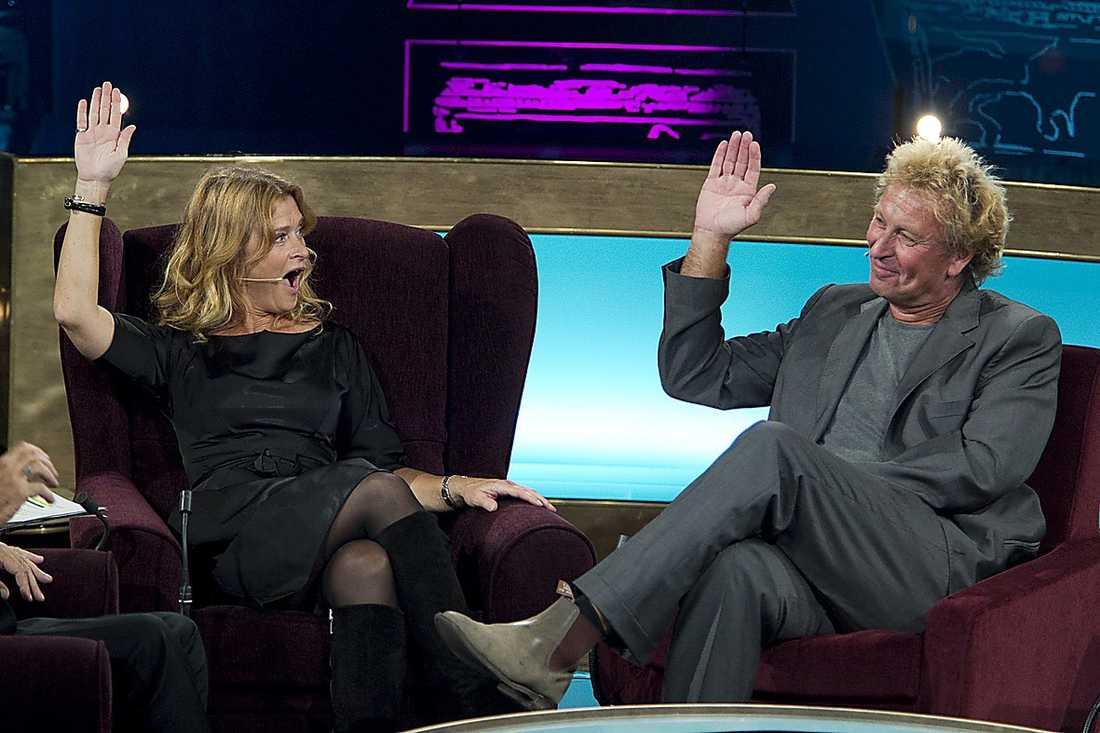"""2010 Lena Endre medverkade i """"Här är ditt liv"""" på SVT. Tre av hennes fyra makar var också med i programmet. När Richard Hobert äntrade scenen reagerade Nöjesbladets tv-krönikör Jan-Olov Andersson på parets kemi. """"Något är fel, när man som tittare upplever att Lena hade mer kemi, och mer att prata om, med exmaken Thomas Hanzon än med den nuvarande maken"""", skrev han efter programmet."""