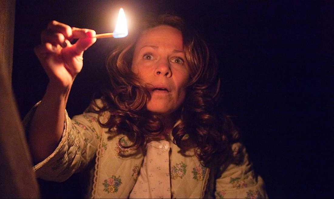 "Lili Taylor spanar efter spöken i ""The conjuring""."