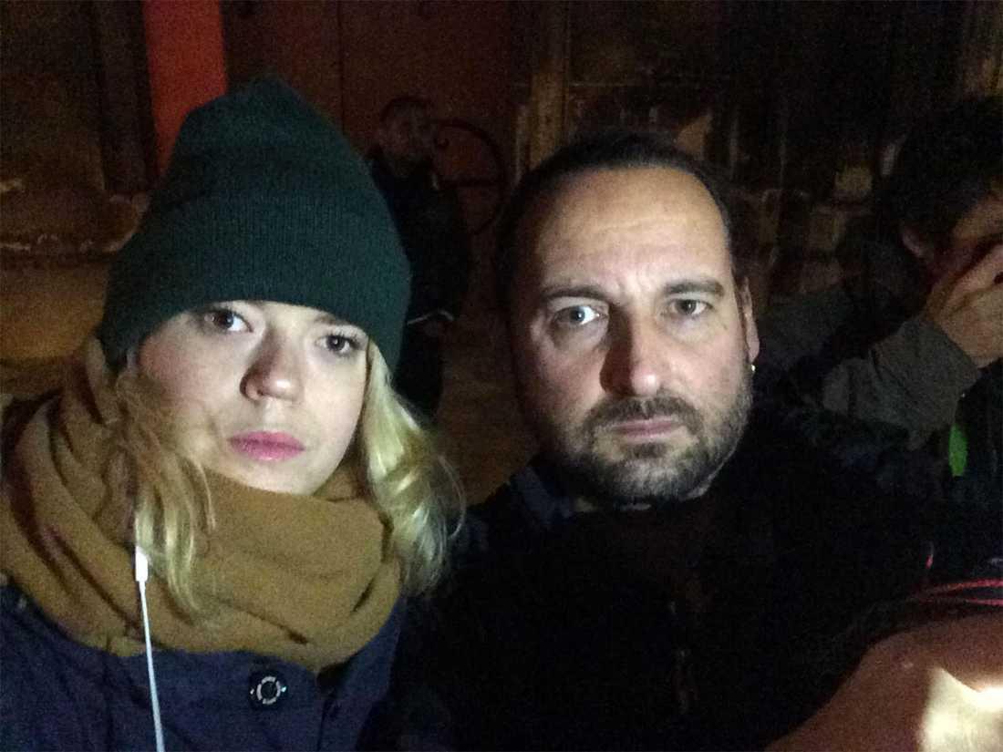 Aftonbladets Isabelle Nordström och Stefan Jerrevång på plats i Saint-Denis i norra Paris.