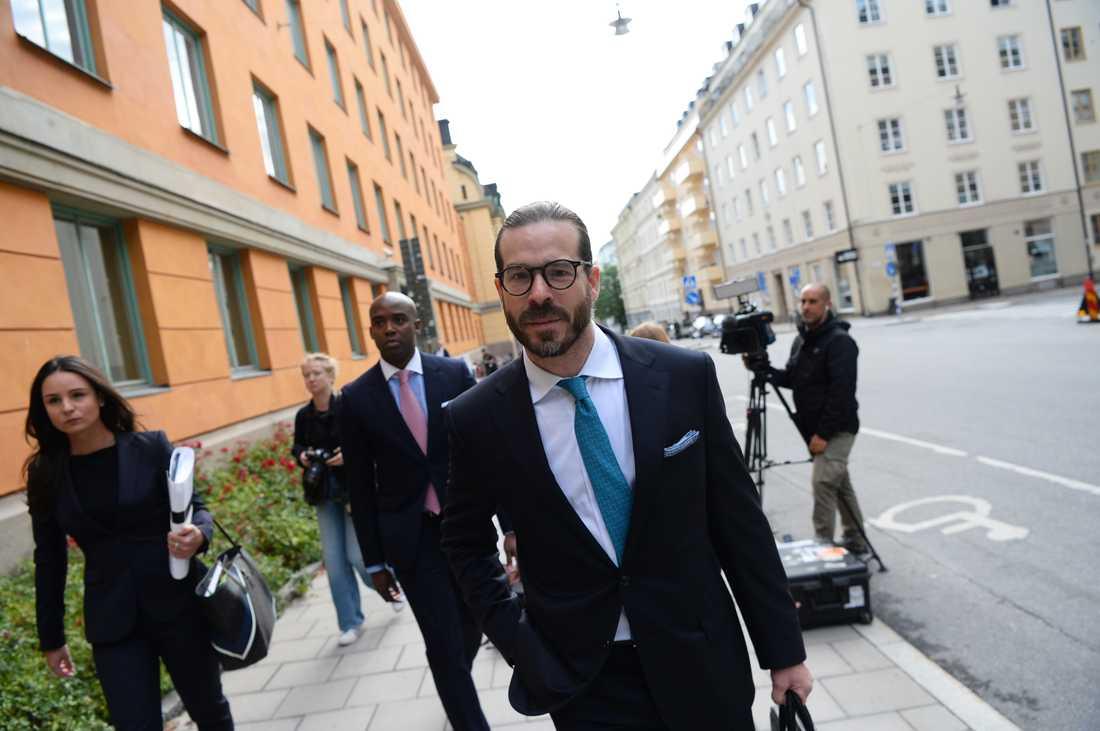 ASAP Rockys advokat Slobodan Jovicic utanför rätten.