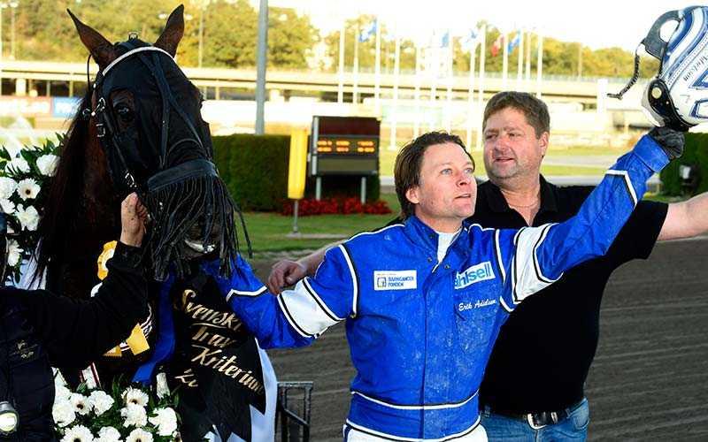 Erik Adielsson har precis vunnit Svenskt Trav-Kriterium på Solvalla med Svante Båth-tränade Deimos Racing