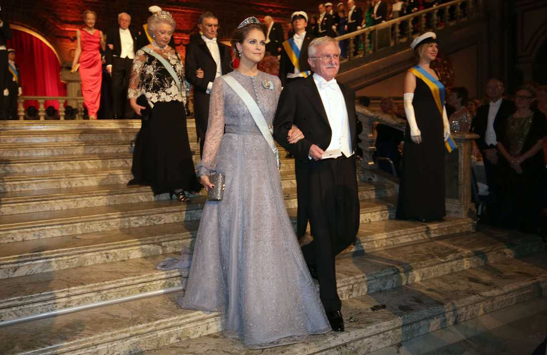 Prinsessan Madeleine (L) och kemipristagaren Paul Modrich.