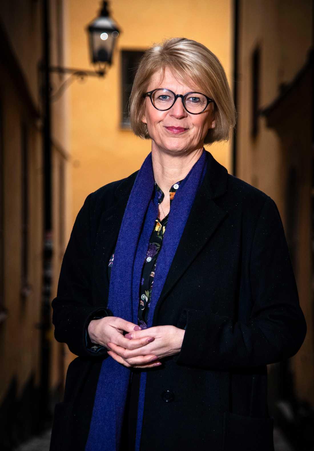 Ekonomiska talespersonen Elisabeth Svantesson (M) slår tillbaka efter kritiken mot nya budgeten.