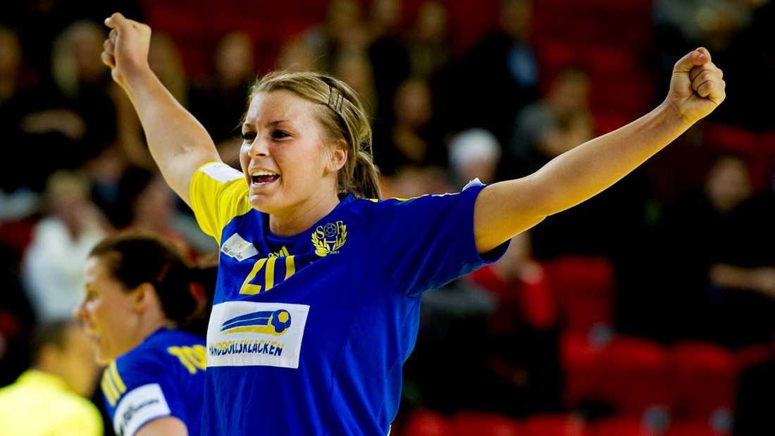 Isabelle jublar efter segern mot Holland.