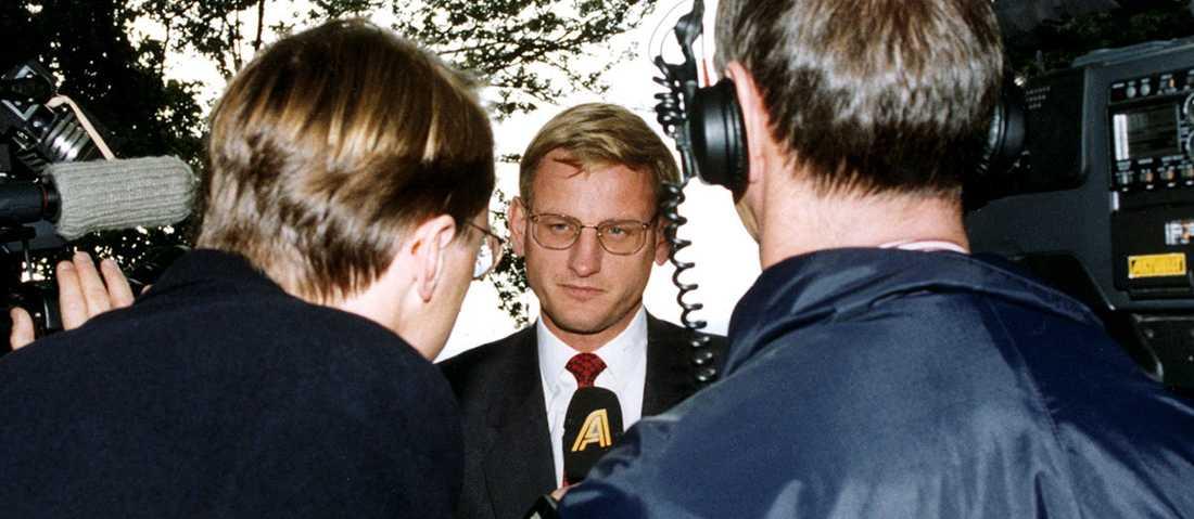 Carl Bildt intervjuas i samband med kronkrisen 1992.