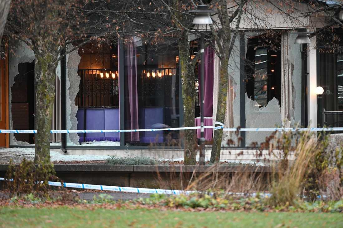 Två män sköts till döds utanför en nattklubb i Norrköping.