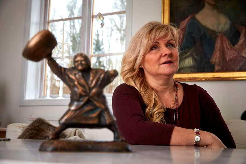 Konstnären Susanna Arwin står bakom statyn som stoppas.