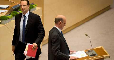 Hård debatt Finansminister Anders Borg (M) och oppositionens Thomas Östros (S) var inte överens.