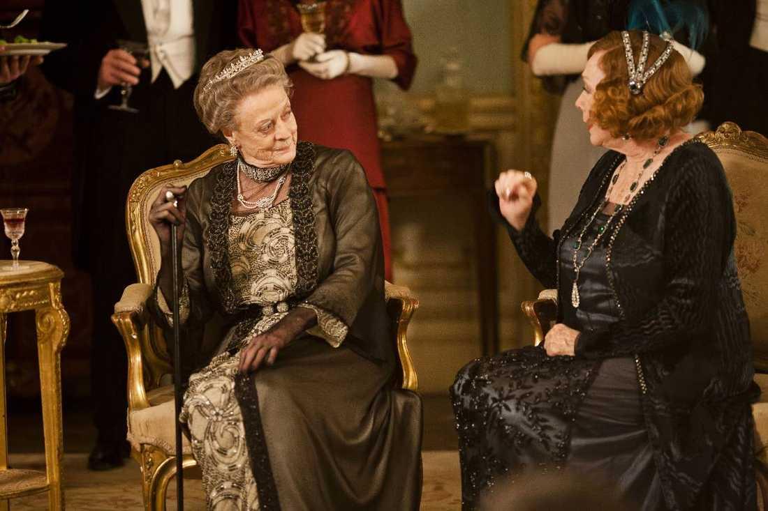 """Ärkegrevinnan Grantham, spelad av Maggie Smith, har den vassaste tungan i succéserien """"Downton Abbey""""."""
