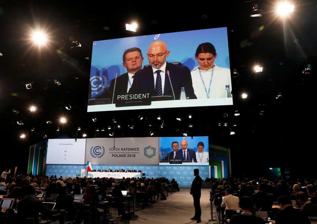 Michal Kurtyka, ordförande vid klimatmötet,  talar på mötets sista dag.