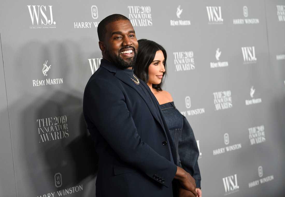 Kanye West tillsammans med sin fru Kim Kardashian i november förra året.