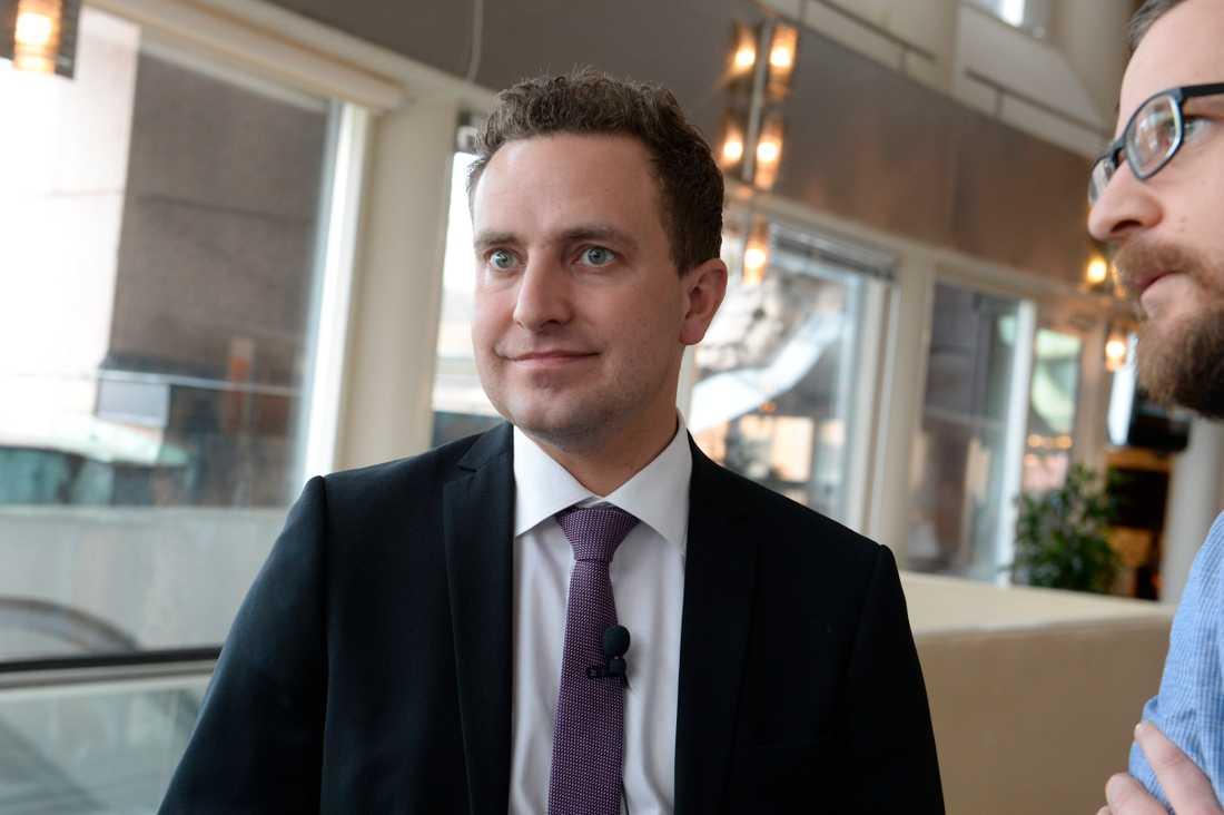 """""""SD:s uppgång efter valet har främst inneburit minskat stöd för S"""" säger Tomas Tobé, partisekreterare (M)."""