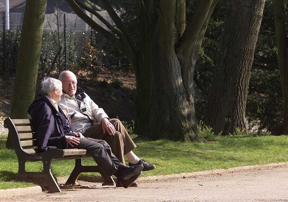 BEHÖVS MER PENGAR Det är inte konstigt att unga oroar sig för pensionen. Enligt förre finansminister Kjell-Olof Feldt är hela pensionssystemet underfinansierat. Om pensionärslivet ska få någon stabilitet kommer systemet att kräva mer pengar.