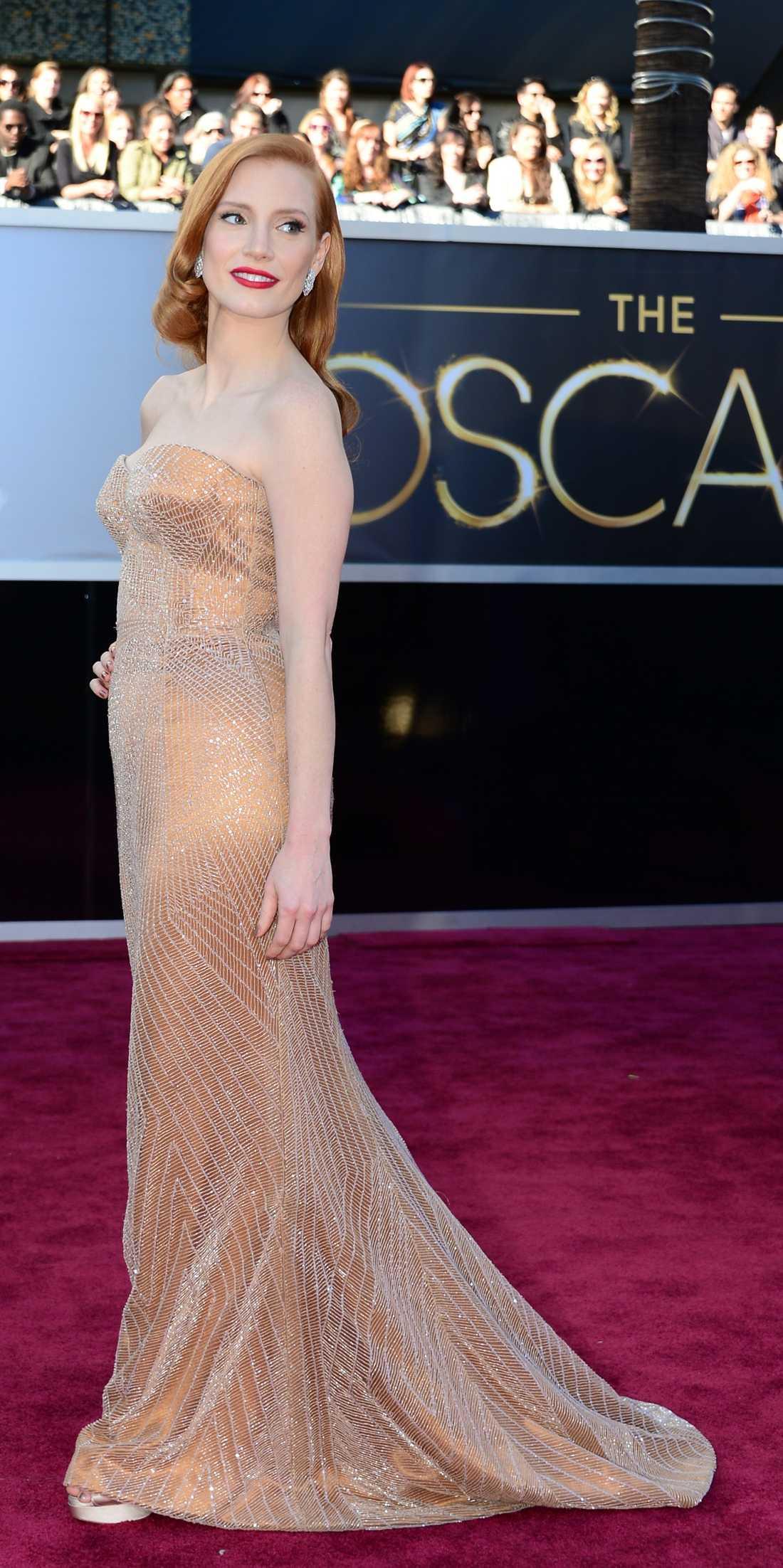 Jessica Chastain  Oväntat trist val av den annars rätt så spännande Chastain. Korsetten i sig är bländande vacker och kopparfärg känns väldigt fräscht. Men modellen är lite väl snark från Armani. Superplus dock för grymt Hollywood-hår! 2 plus