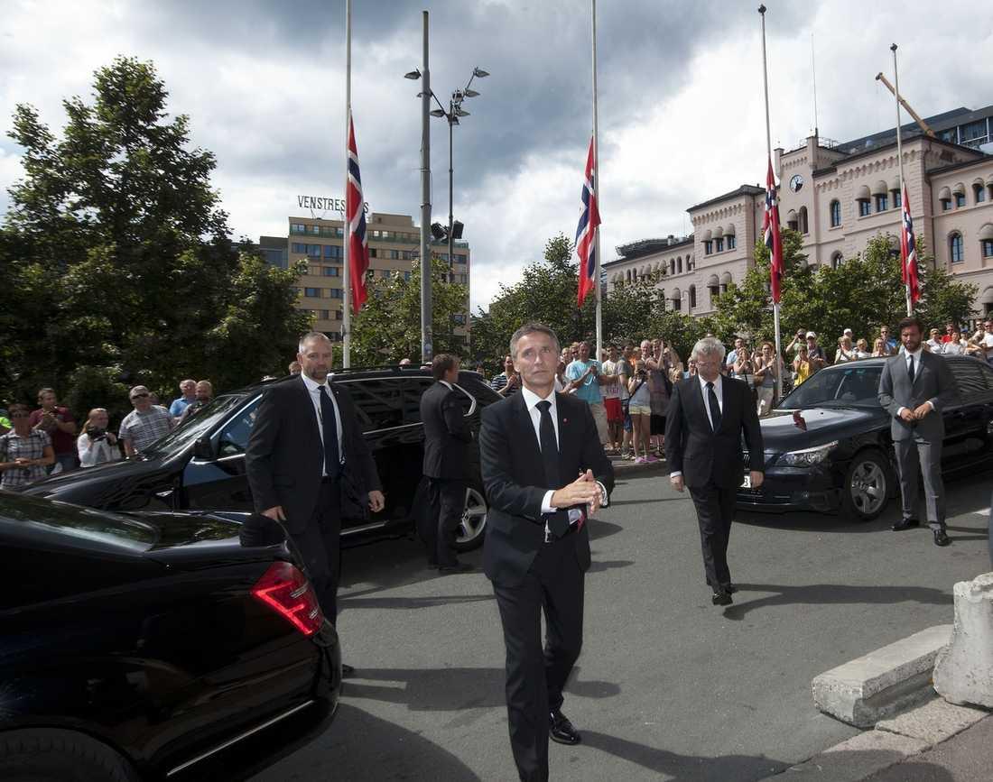 """FÖRE – OCH EFTER """"De följande kapitlen i historien om Norge är upp till oss att skriva. Men det blir ett Norge före och ett Norge efter 22 juli 2011"""", säger Jens Stoltenberg, statsminister."""