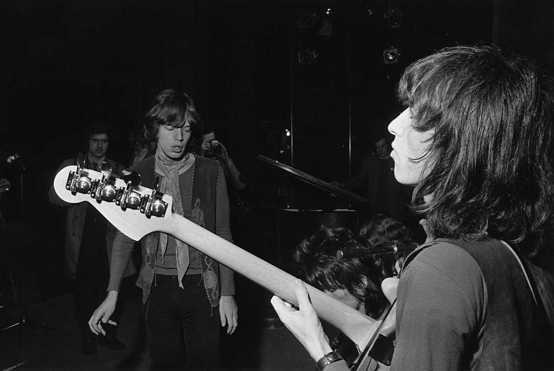 The Rolling Stones basist Bill Wyman repar med bandet inför en konsert i december 1969. Arkivbild.