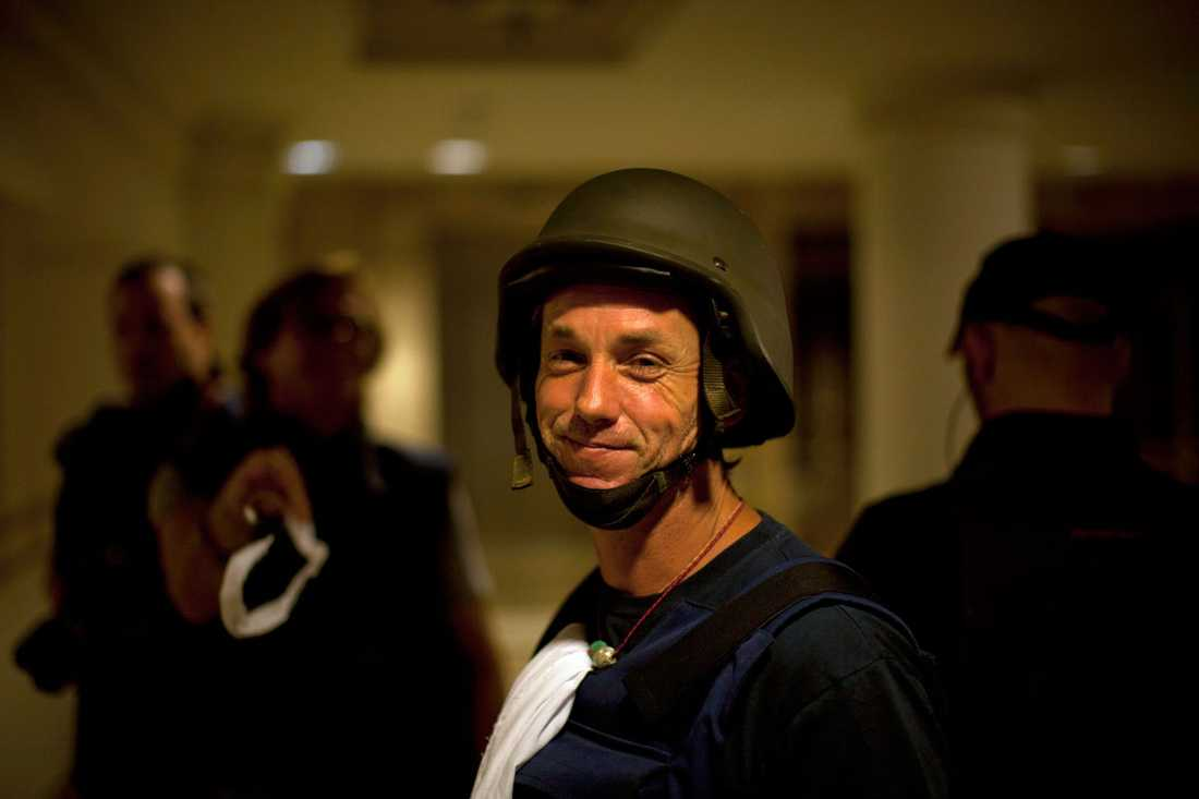 Amerikanska tv-kanalen Fox fotograf Paul Roubicek ler vid gisslandramats slut.