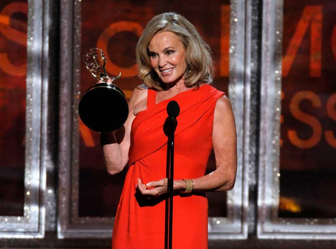 """Jessica Lange från """"American horror story"""" vann pris för bästa kvinnliga biroll i en miniserie/tv-film på Emmygalan."""
