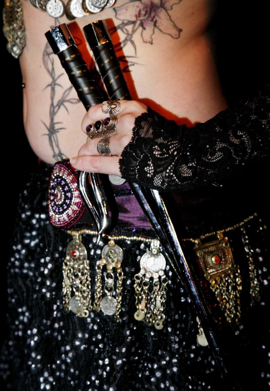 Gothisk magdans är en blandning av orientalisk dans och gothkultur.